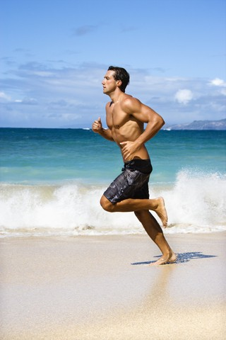 - toning-beach-man-running-westwood-dreamstime-3612971-e1305376724432_8dos